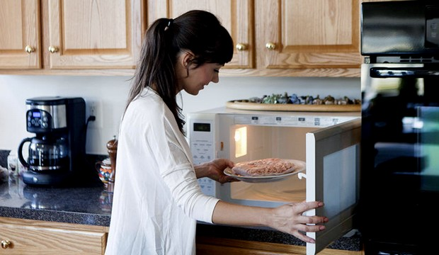 woman using a solo microwave oven